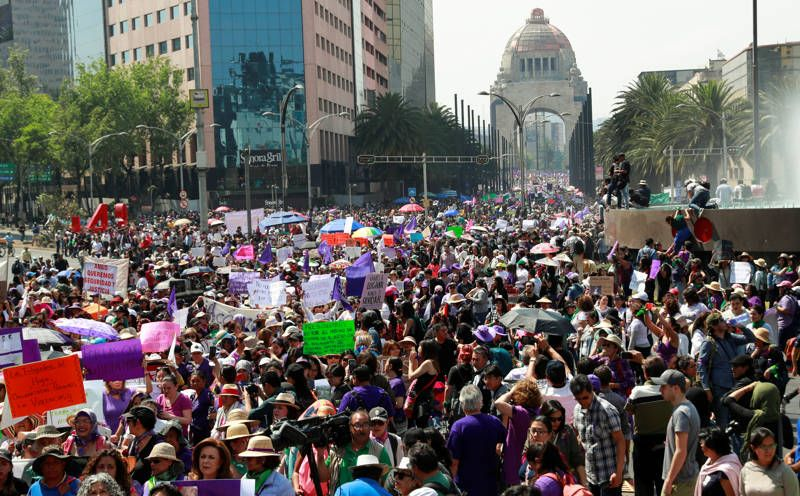 Marchan en CDMX en memoria de mujeres víctimas de violencia. Noticias en tiempo real