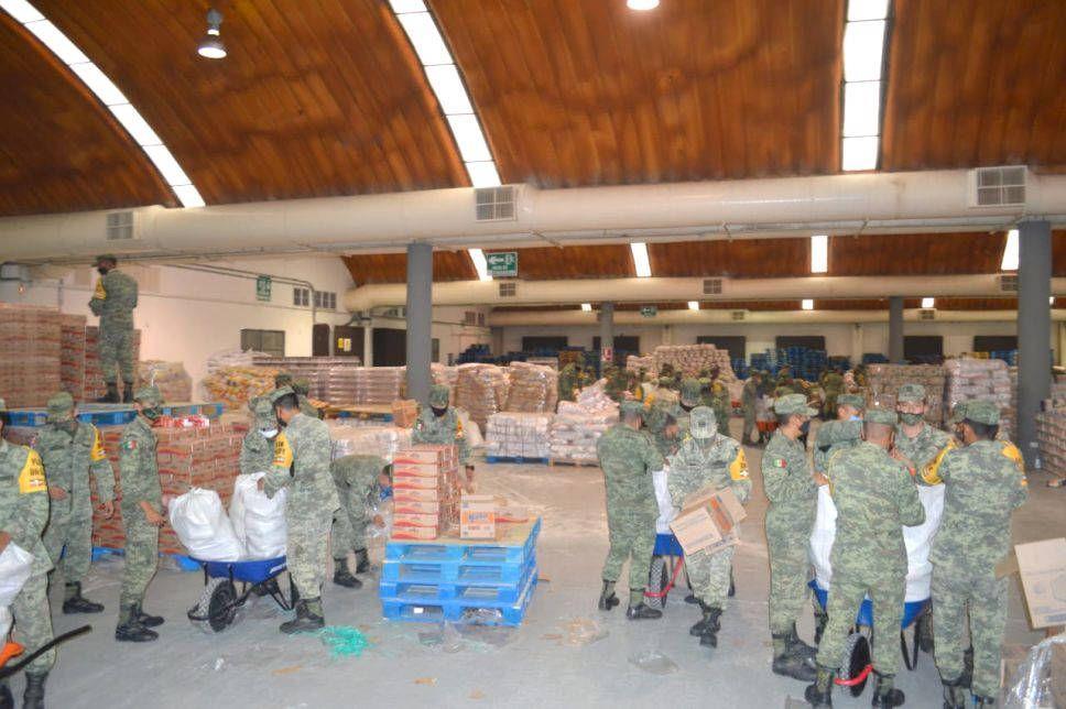 Soldados han repartido comida y agua a más 740 mil personas tras inundaciones. Noticias en tiempo real