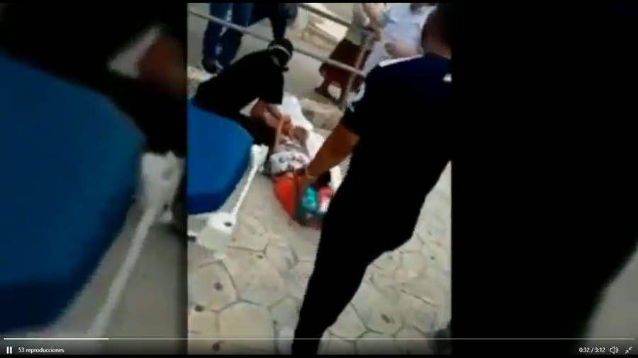 Mujer da a luz en la entrada del Hospital de Cancún. Noticias en tiempo real
